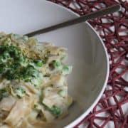 vegane Blumenkohl-Alfredo-Sauce-mit-Tagliatelle