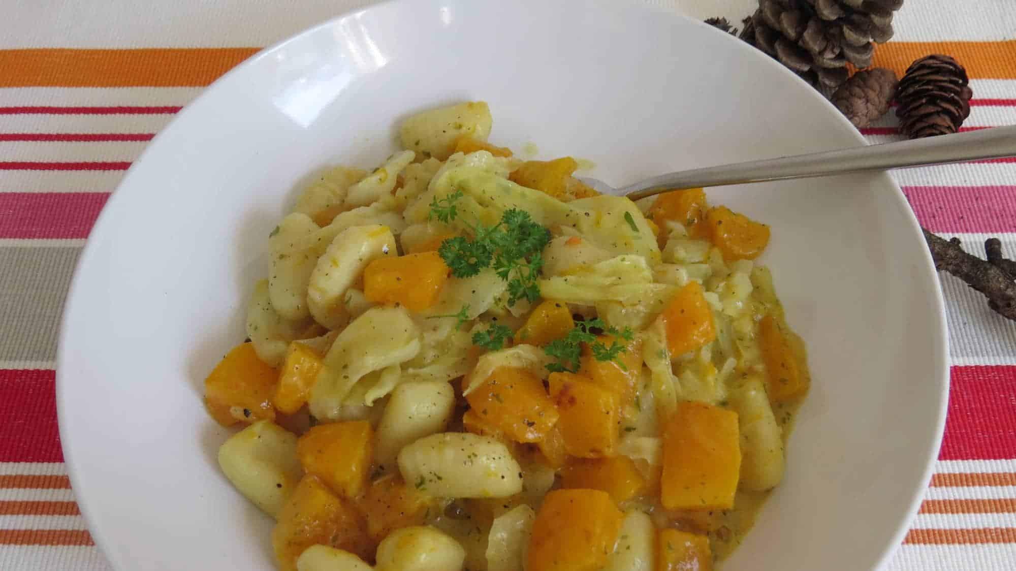 Gnocchi-Pfanne mit Kürbis und Spitzkohl