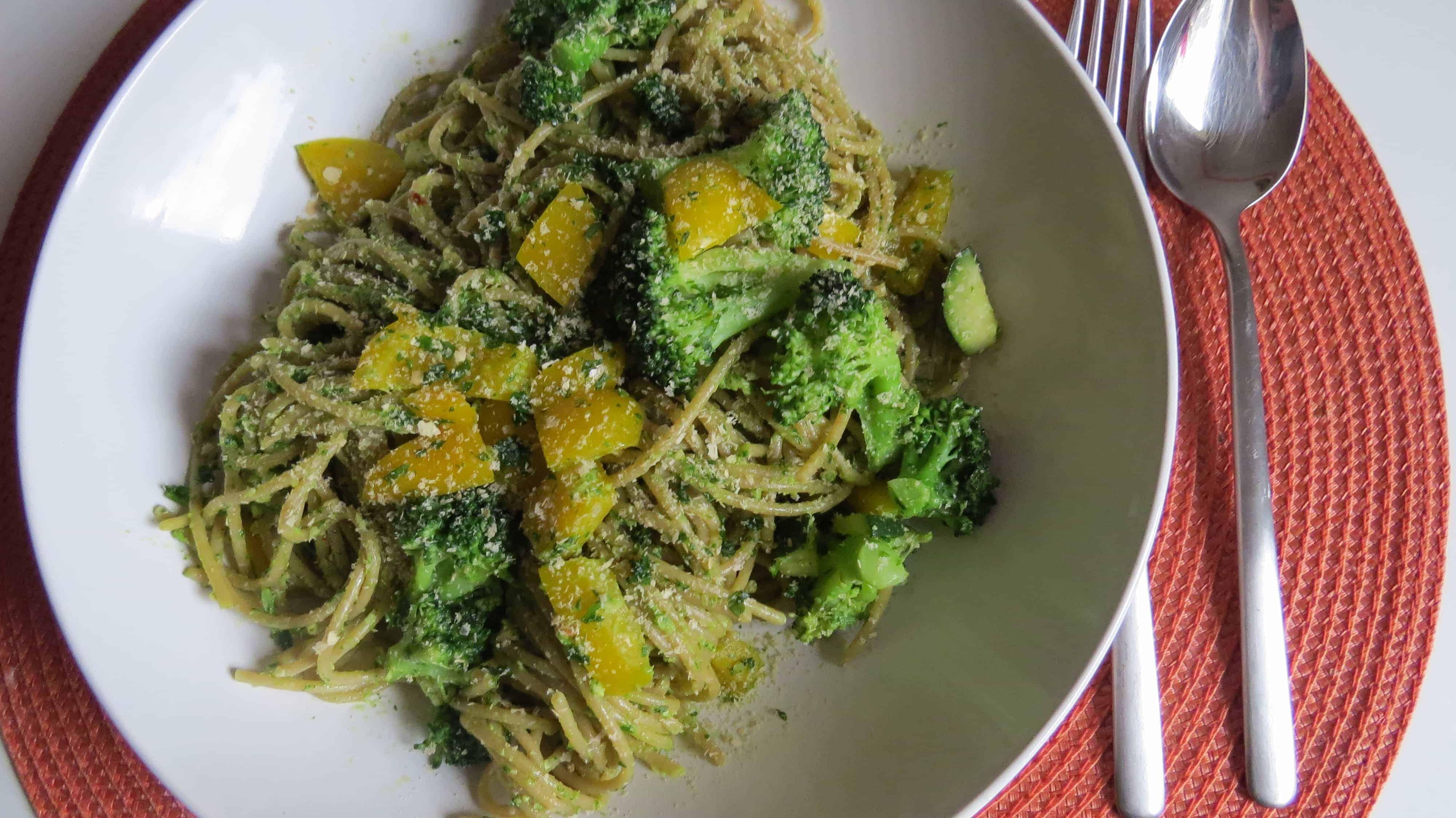 Spaghetti mit Cashew-Petersilien-Pesto