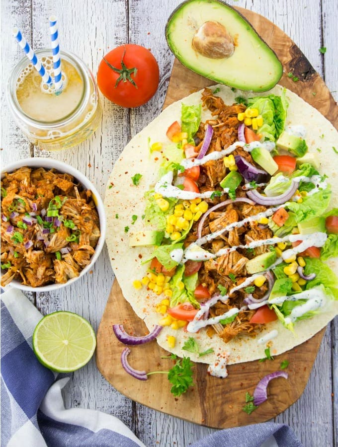 "Veganer ""Pulled Pork"" Wrap mit Avocado"