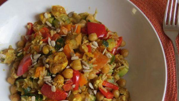 Gemüse-Tofu-Pfanne mit Reis