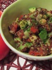 Quinoasalat mit Avocado und Kichererbsen