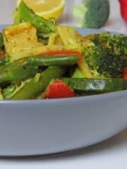 Asiatisches Gemüsecurry mit Kokosmilch