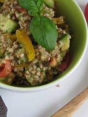 Buchweizensalat mit Tomatendressing