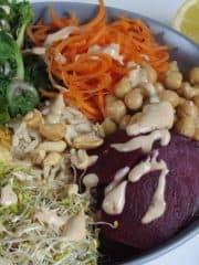 Energy Bowl mit Erdnuss-Kokos Sauce