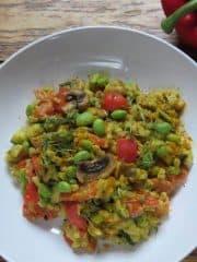 Gemüse-Eblypfanne mit Edamame und einer Cashew-Curry-Sauce