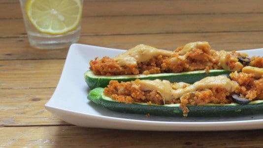 Zucchini gefüllt mit Couscous (vegan)