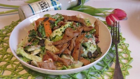 Follow Your Heart Salat mit Like Meat Filetstreifen