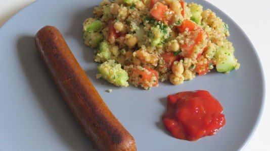 Tofurky Sausage mit Quinoa Salat