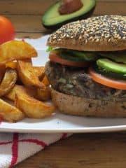 Vegane Black Bean Burger mit Avocado