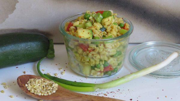 Veganer Eblysalat mit Mango-Papaya Dressing