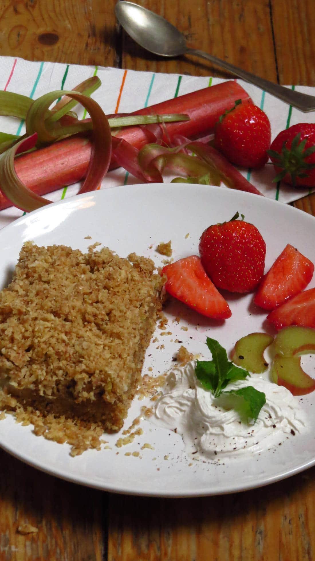 Veganer Rhabarber-Kokos Blechkuchen