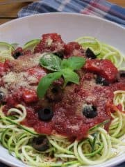 Zucchini Spaghetti mit Cashew-Parmesan