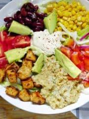 Veganer Southwestern Salad mit Cashew Sour Cream