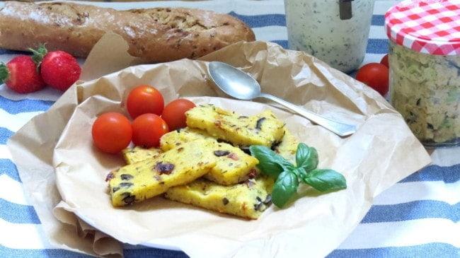 Veganes Picknick mit Mediterranen Polenta Sticks