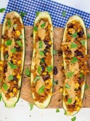 Gefüllte Zucchini mit mexikanischem Reis (vegan)