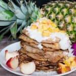 Vegane Buchweizen-Ananas Pfannkuchen mit Kokossahne