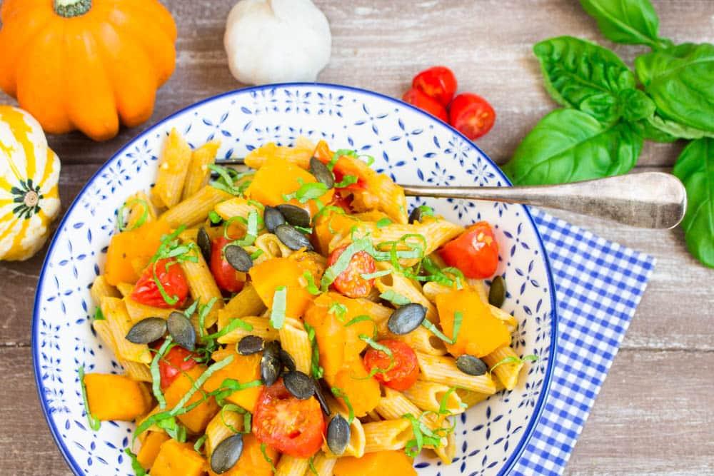 Kürbis Pasta mit Tomaten und Basilikum