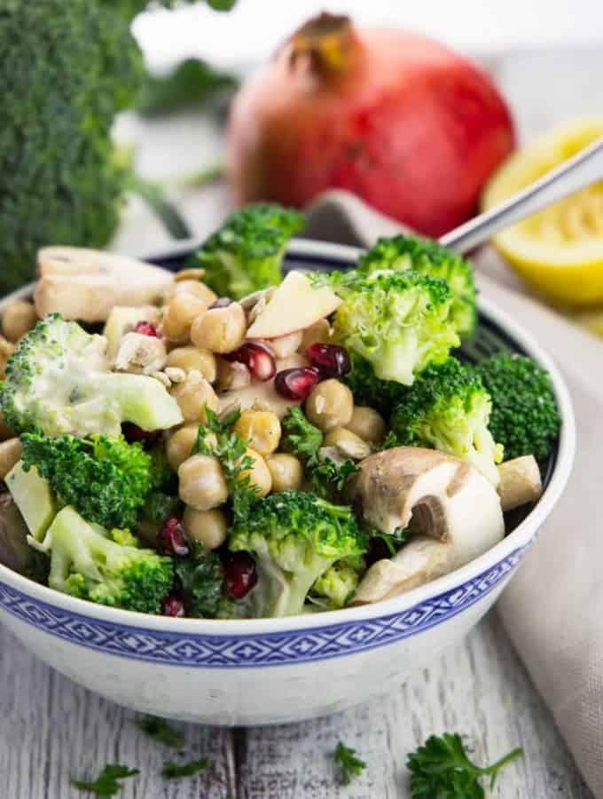 Brokkoli Salat mit Tahini Dressing