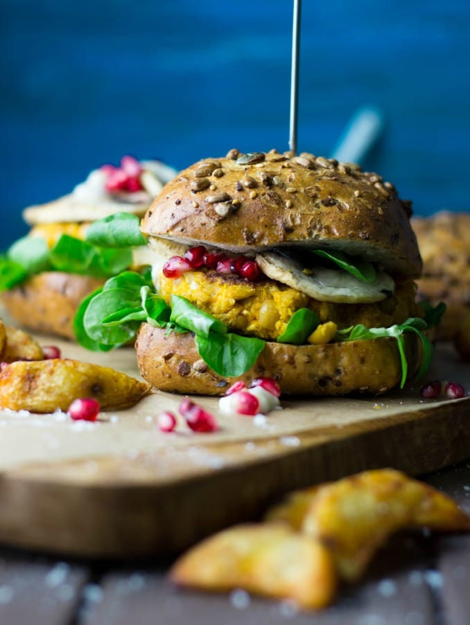 veganer-kuerbis-burger-mit-granatapfel-und-feldsalat-9