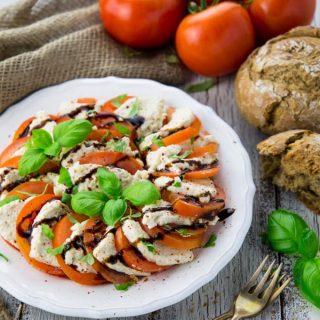 Veganer Mozzarella (Caprese)
