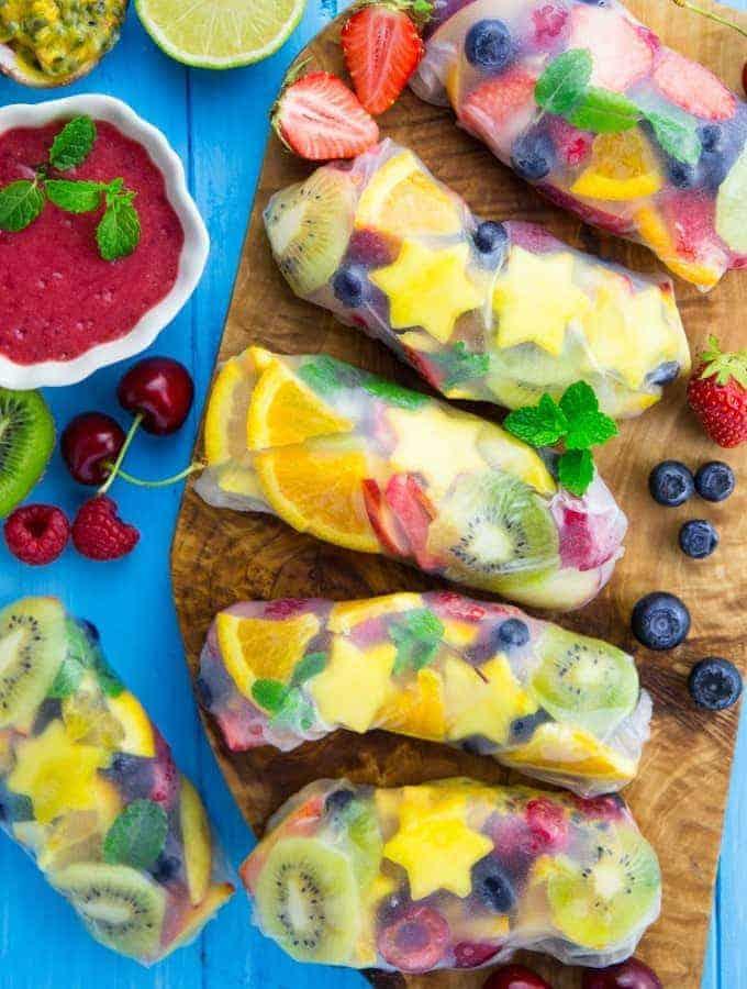 Süße Sommerrollen mit Früchten