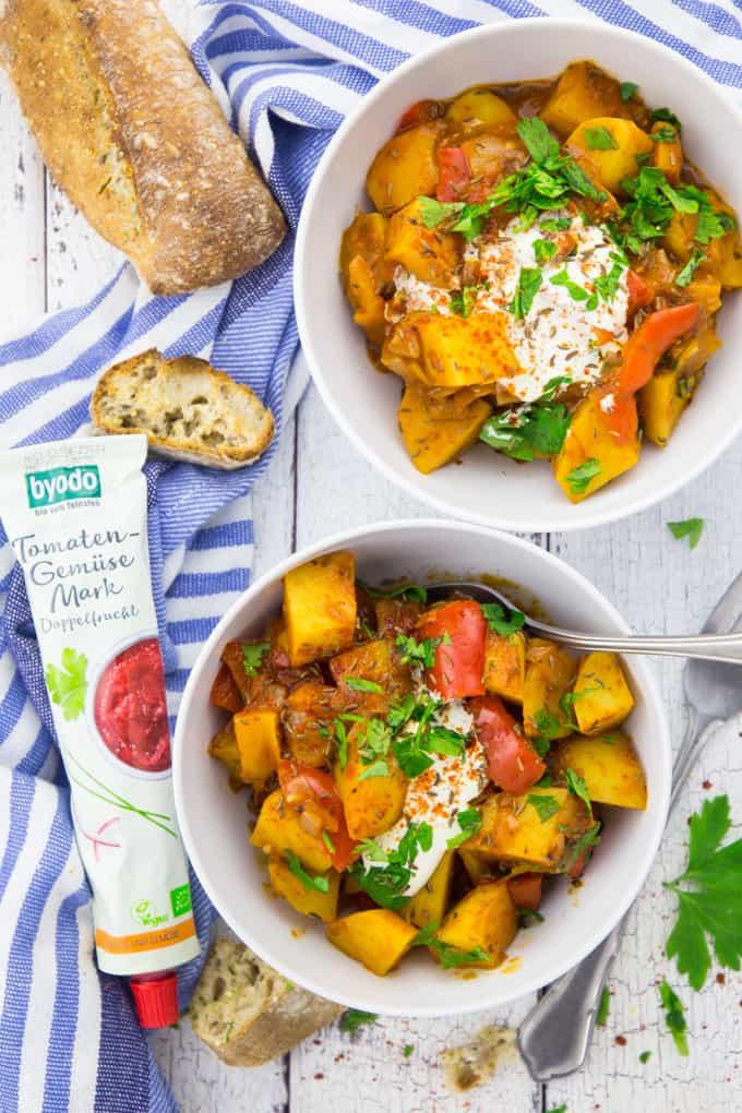 Veganes Gulasch mit Kartoffeln und Paprika