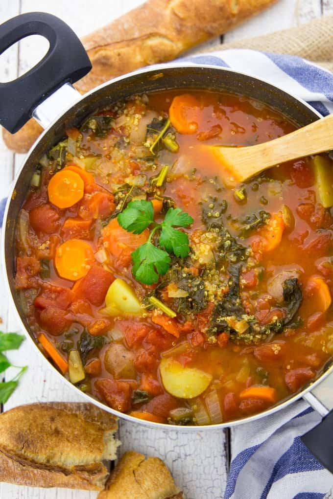 Gemüsesuppe mit Quinoa und Grünkohl