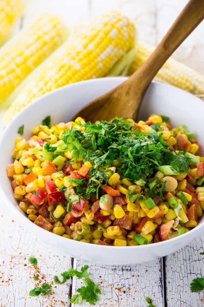 Maissalat mit Paprika und Avocado