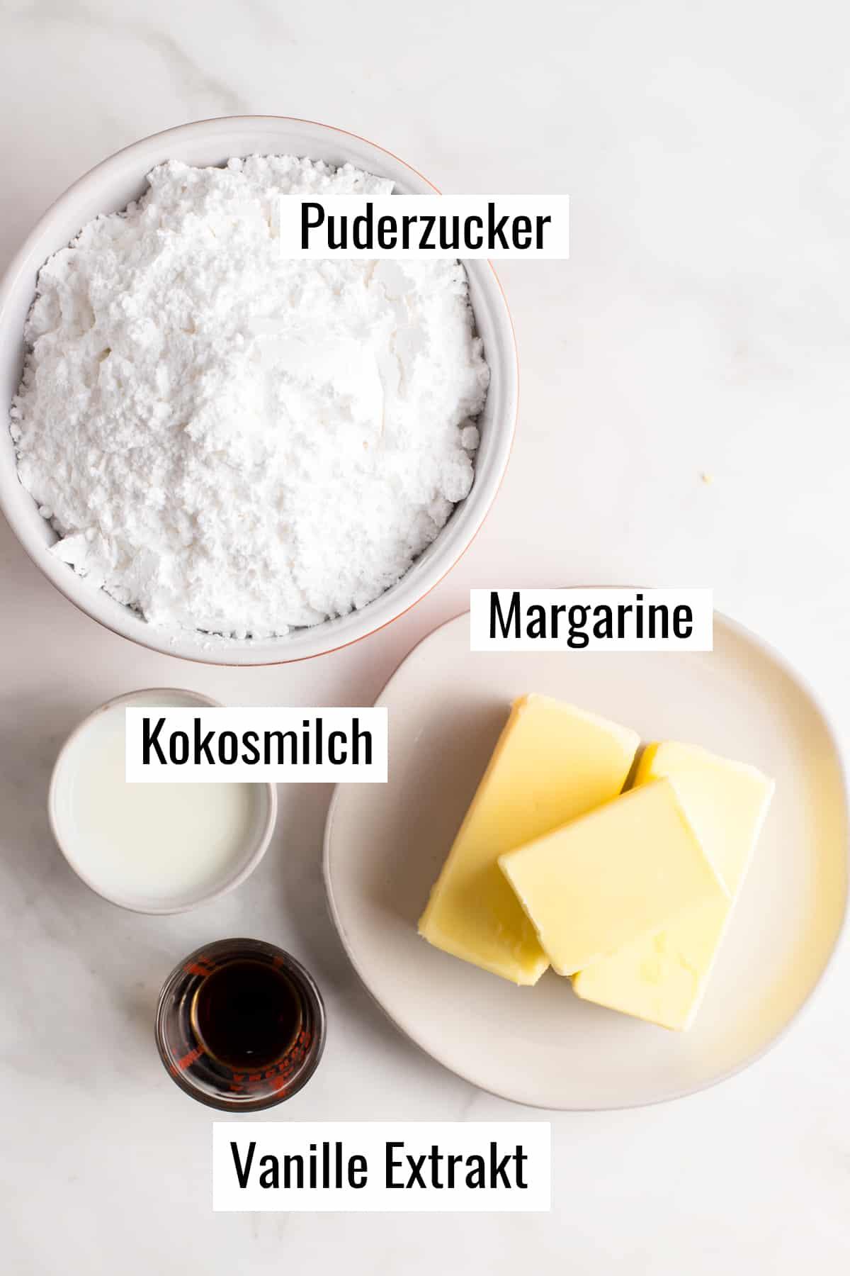 die Zutaten für das Frosting mit Beschriftung